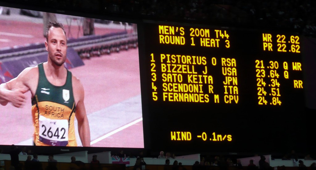Oscar Pistorius breaking the World Record in the 200 meters heats