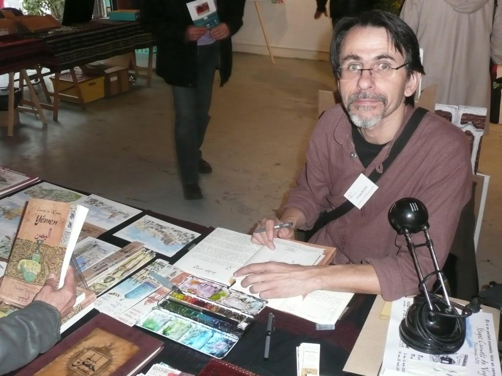 Philippe Bichon dédicaçant ses carnets de croquis