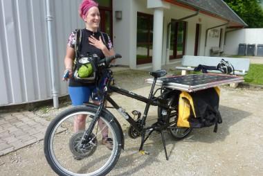 Anick-Marie et son vélo solaire