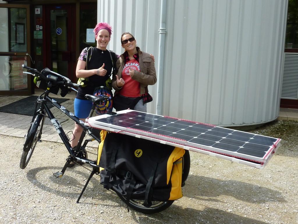 Anick-Marie et moi, avec le vélo solaire