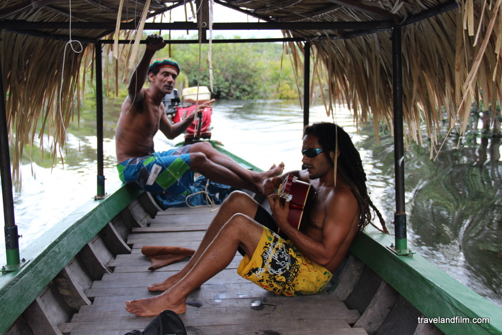 bateau-foret-amazonie