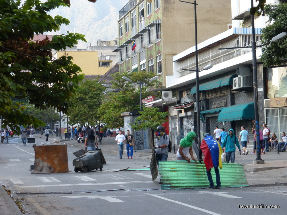 barricade-caracas-venezuela