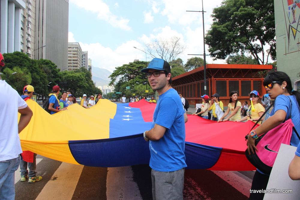caracas-manifestation-drapeau-venezuela