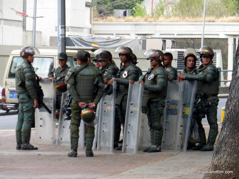 militaires-manifestations-caracas-venezuela