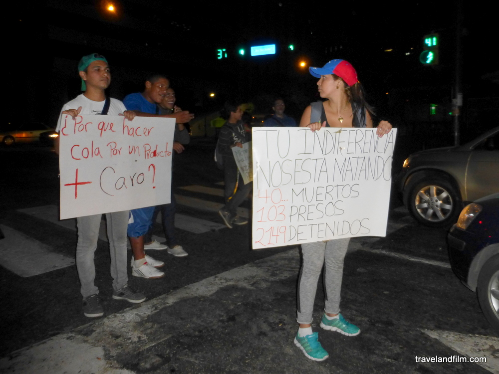 venezuela-protestations-etudiantes-caracas-pancartes