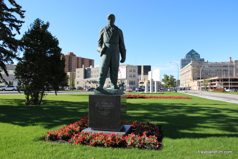 winnipeg-the-intrepid-statue