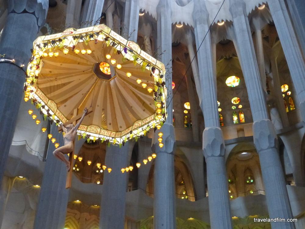 autel-jesus-basilique-sagrada-familia