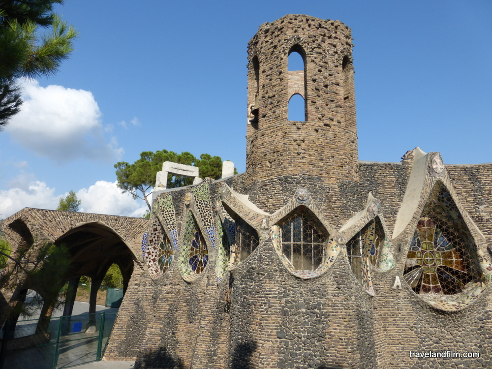 eglise-colonia-guell-gaudi