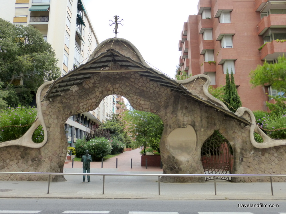 porte-Miralles-gaudi-barcelone