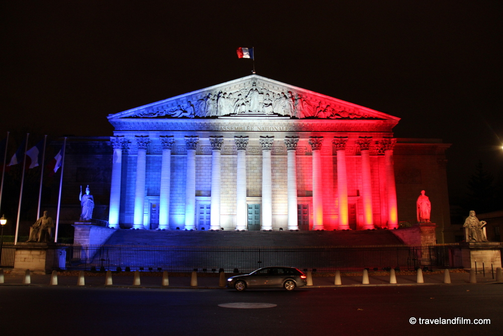 assemblee-nationale-bleu-blanc-rouge-paris