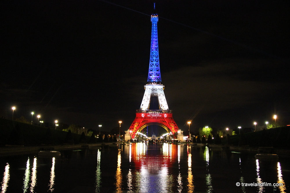 tour-eiffel-bleu-blanc-rouge-paris