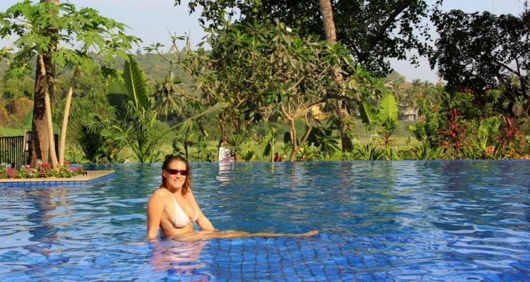 grand-mercure-goa-swimming-pool