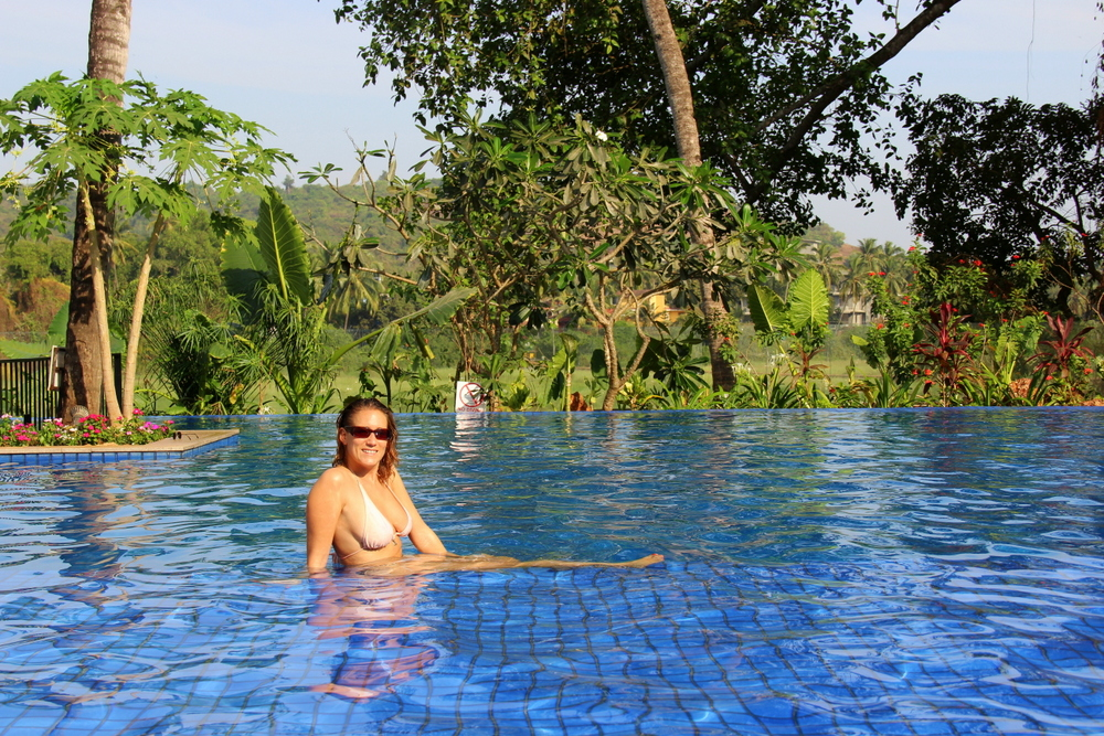 grand-mercure-goa-swimming-pool