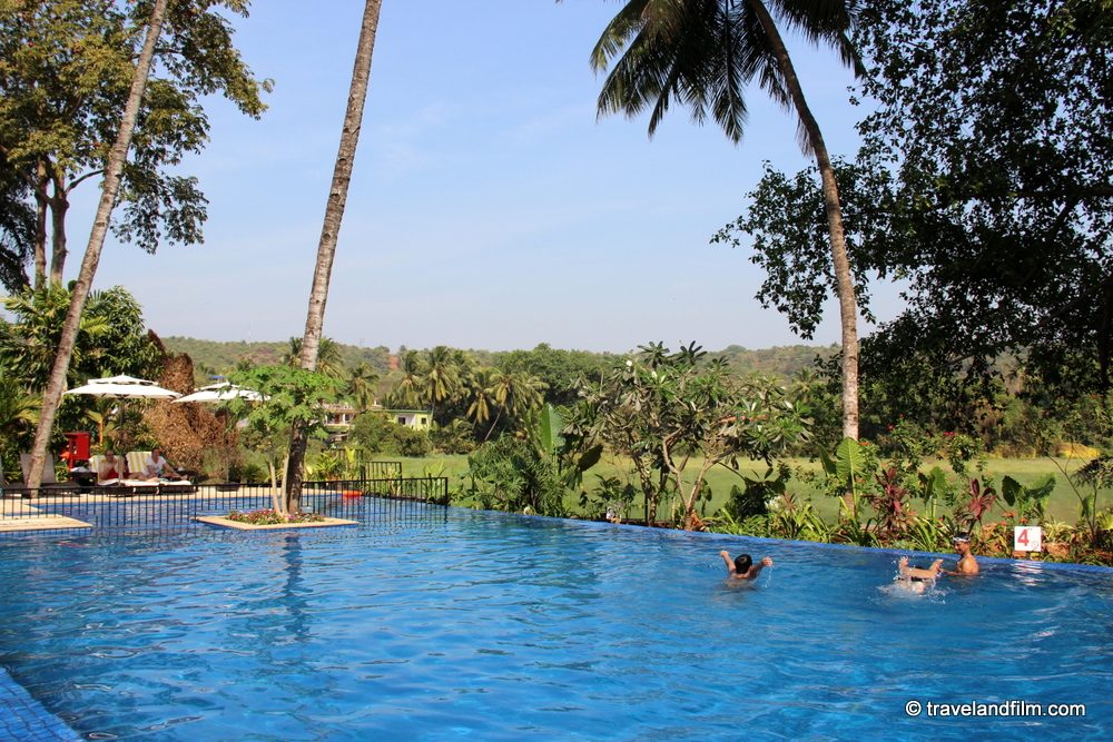 piscine-grand-mercure-goa
