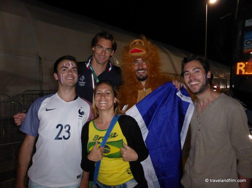 camille-lacourt-et-supporters-francais