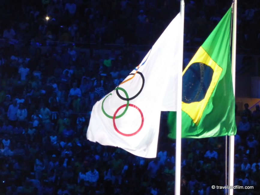 rio-2016-drapeaux-olympique-bresil
