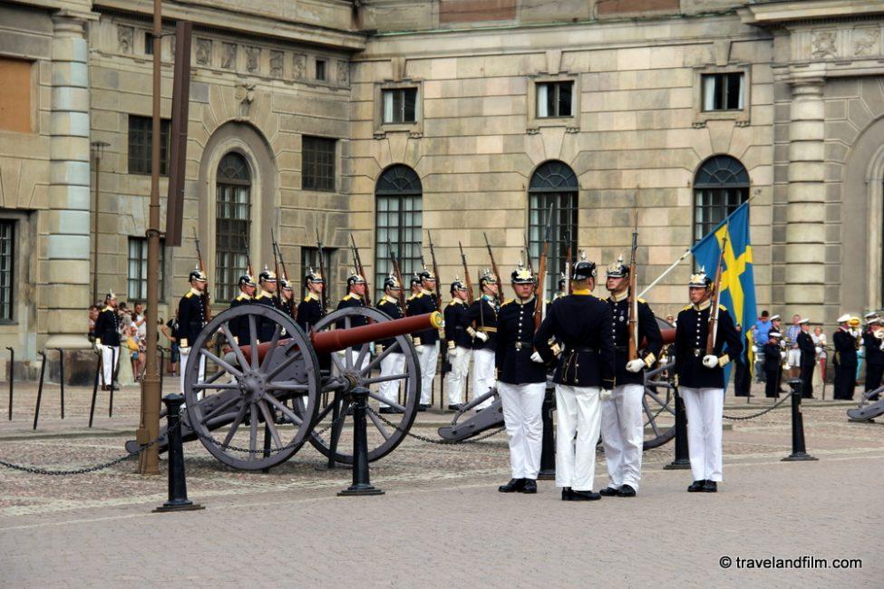 stockholm-palais-royal-releve-de-la-garde