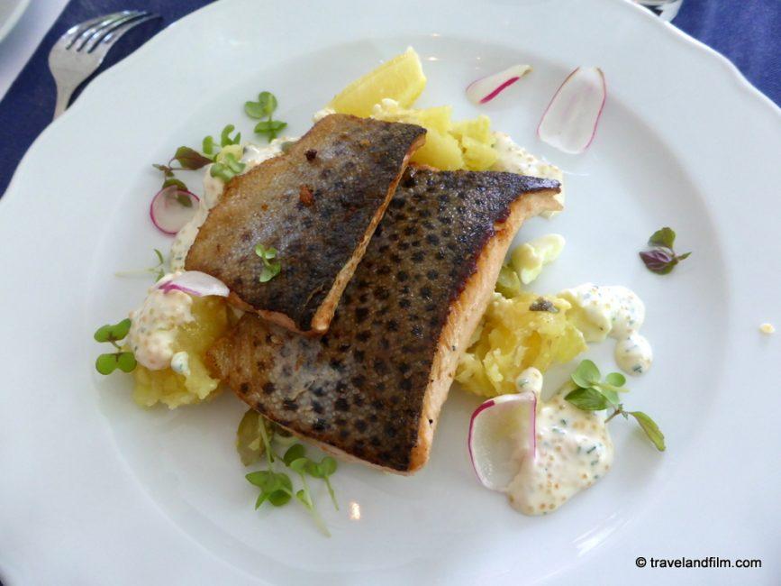 uto-vardshus-restaurant-salmon