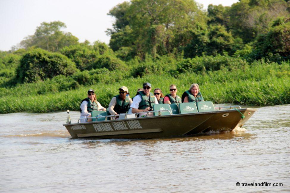 boat-safari-pantanal