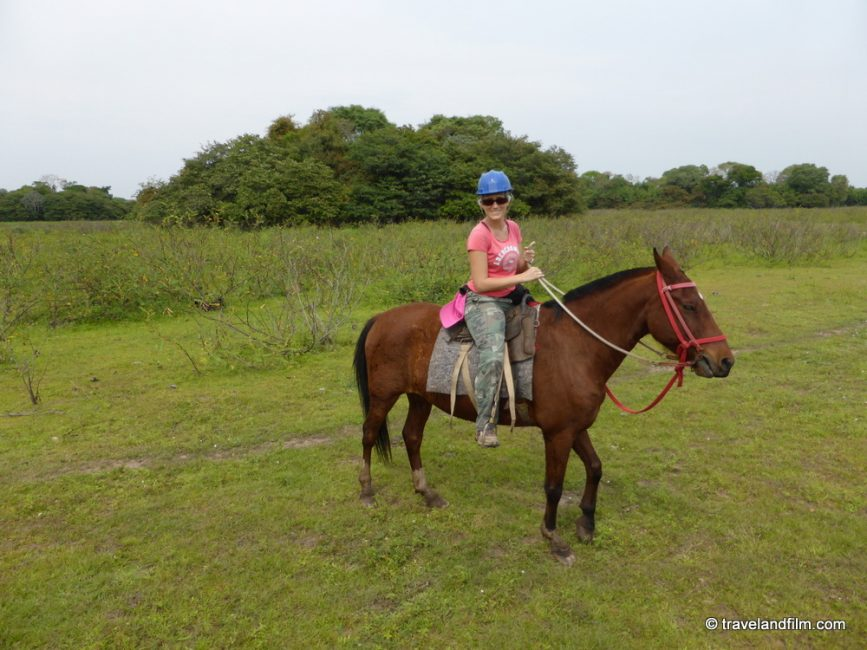 horse-back-riding-in-pantanal