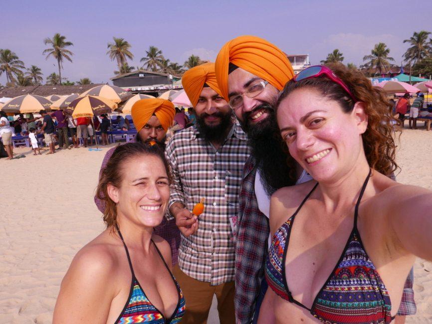 inde-selfie-avec-sikhs-plage-baga-goa