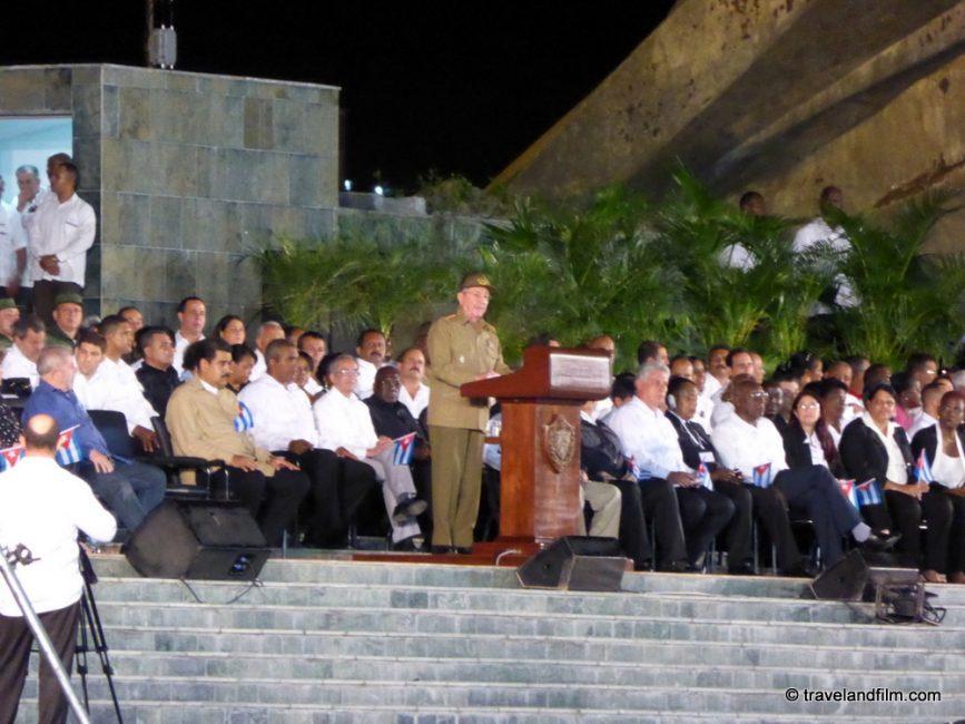 raul-castro-discours-place-de-la-revolution-santiago-de-cuba