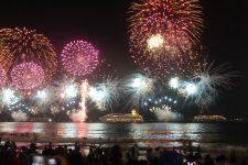 Fêter le Réveillon du Nouvel An sur la plage de Copacabana   à Rio de Janeiro