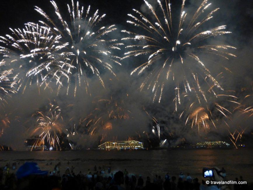 fireworks-new-year-copacabana-beach-rio-de-janeiro