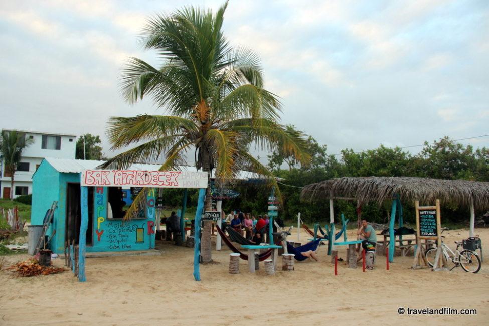 bar-atardecer-puerto-villamil-isabela-galapagos