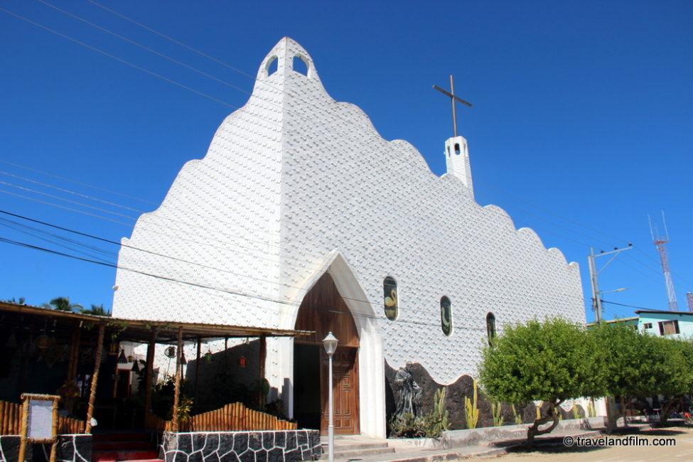 eglise-puerto-villamil-isabela-galapagos