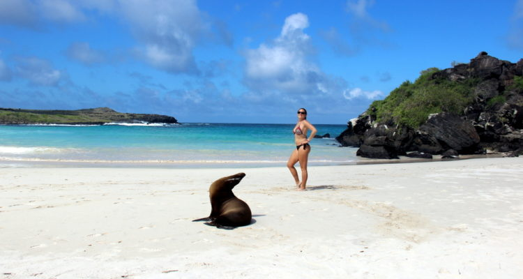 https://travelandfilm.com/wp-content/uploads/2019/07/playa-puerto-chino-san-cristobal-galapagos.jpg