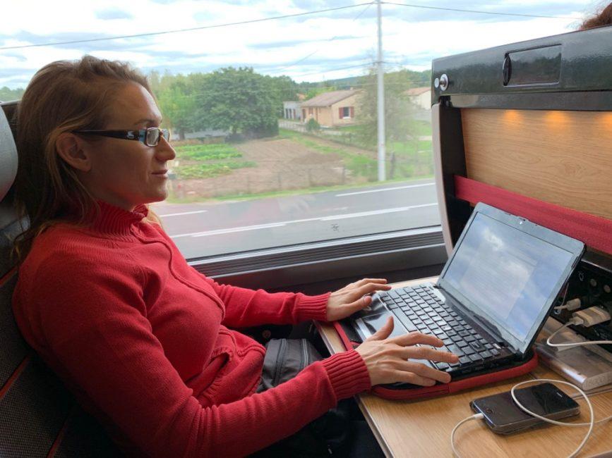 digital-nomad-train