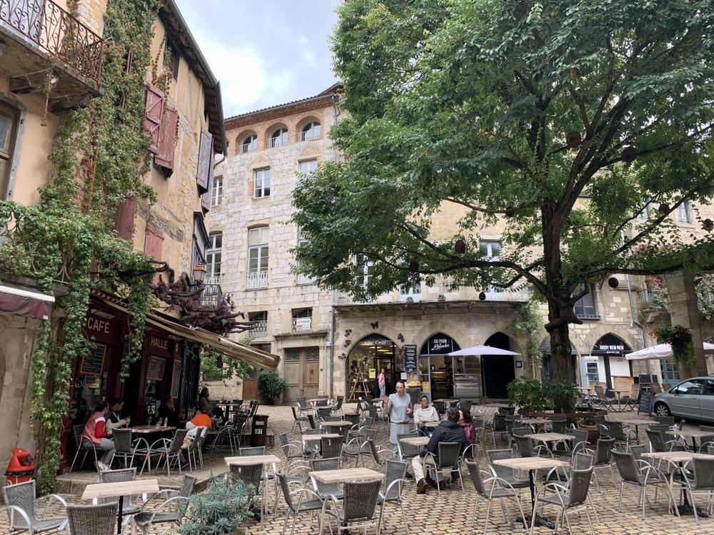 saint-antonin-noble-val-place-de-la-halle
