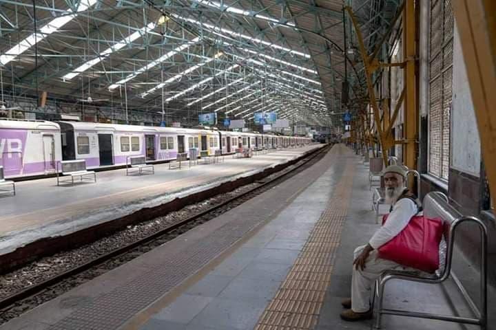 mumbai-train-station-lockdown