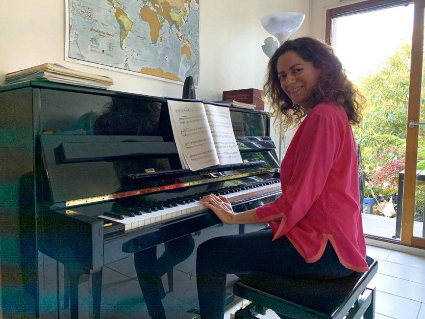 sarah-piano-photo