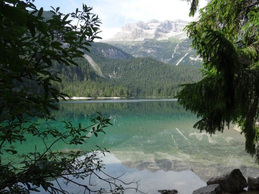 lago-di-tovel-dolomites-italie